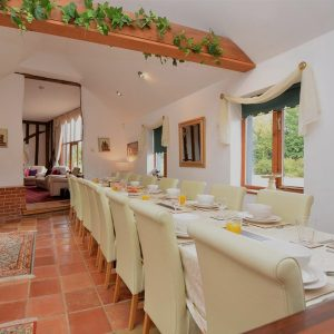 self-catering-long-table
